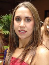 Gabriela Barzallo candidata a Reina de Cuenca 2004 .- Auspiciada por la Cámara de Turismo, tiene 22 años