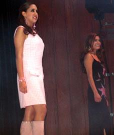 Gabriela Barzallo candidata a Reina de Cuenca 2004 .- Gabriela piensa que ayudar a los más necesitados es la mejor manera de enriquecer nuestro espíritu cada día, una sonrisa es la mejor recompensa que puede recibir de los demás.