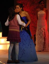Gabriela Barzallo candidata a Reina de Cuenca 2004 .- Gabriela fue electa por sus compañeras como Señorita Amistad