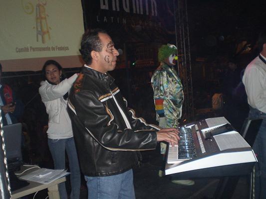 Paúl Ramon y los Soneros .- La ciudad de Cuenca tiene muchos talentos uno de ellos es Paul Ramon y su grupo Los Soneros que viniendo de una familia de Músicos, nos muestra su talento y nos cuenta su historia.