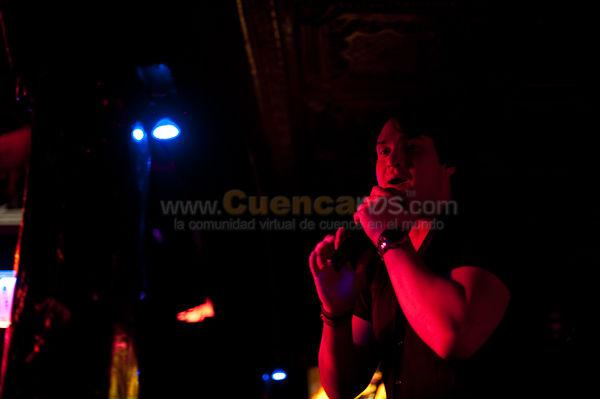 Danilo Parra .- Danilo Parra nacido en Ecuador un 14 de Mayo; con raíces Colombianas, Italianas y Españolas, desde muy temprana edad demostró que lleva en la sangre pasión por la música. Apoyado e influenciado por la herencia artística de su familia se lanza como solista en el 2002.