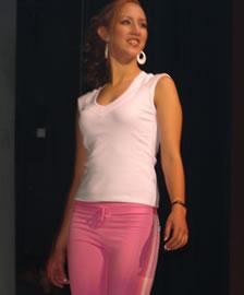 Ivonne Carpio candidata a Reina de Cuenca 2004 .- Auspiciada por el Colegio de Médicos del Azuay, 18 años