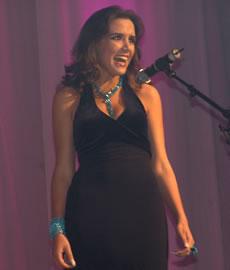 Verónica Ochoa Reina de Cuenca 2004-2005 .- 18 años auspiciada por la Universidad de Cuenca