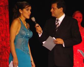 Verónica Ochoa Reina de Cuenca 2004-2005 .- A la pregunta, Si tuvieras que destacar un aspecto que identifique a la ciudad de Cuenca ante el mundo cuál sería y por qué? Verónica respondió, Sus bellos paisajes, Cuenca es privilegiada por tener cuatro ríos que la bañan que han sido inspiración para grandes poetas y pintores