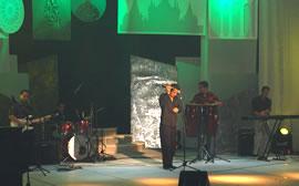 La Santa invitados a la Elección Reina de Cuenca .- La música se hizo presente y la primera intervención de la noche estuvo a cargo de la agrupación cuencana La Santa quienes interpretaron temas de su autoría así también de otros artistas como Diego Torres, Carlos Vives, etc.