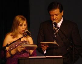 Conductores del certamen .- Los presentadores de la gala fueron Fernando Reino y Karina Crespo