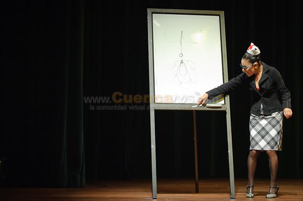 Tengamos El Sexo en Paz .- Obra Teatral y Monologo de la Actriz Cuencana Monserrath Astudillo basado en los Textos de Franca, Jacopo y Dario Fo. Monserrath esta vez habla desde su Creación Personal LOLA PUVIS LEPU Una sexóloga que a través de su basta experiencia llega a su pacientes y audiencia de una manera directa y divertida. Ella no tiene miedo de decil la verdad y develar los mitos del sexo y de la sexualidad. Es un monólogo tierno y centrado de esta talentosisima actriz con mas de 15 años de trayectoria en teatro televisión y cine. Casi 3 horas donde el publico asistente a este evento se paro y río a mas no poder, desde www.Cuencanos.com Felicitamos y le deseamos el mejor de los éxitos a nuestra gran amiga Monse...