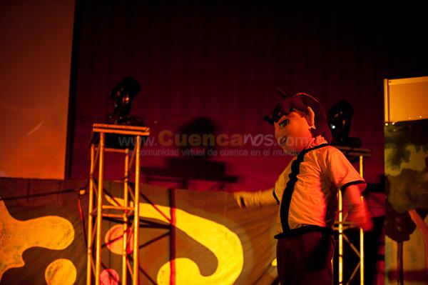 Ben 10 .- El Niño héroe de los Dibujos Animados Ben 10 viene a Cuenca en un show infantil por el día del Niño, donde actores Argentinos con coloridos trajes ofrecieron esta obra teatral llena de luces, sonidos y divertidos diálogos que hicieron a cientos de niños vivir las emociones del conocido personaje Ben 10.