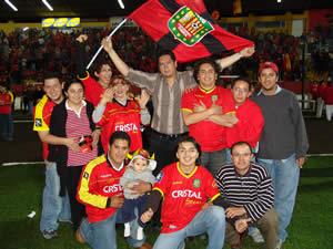 Celebración del Título de Campeón 2004 .- El Estadio Alejandro Serrano Aguilar quedó pequeño ante la gran cantidad de hinchas que se dieron cita la noche del miércoles 7 de diciembre para festejar junto a su equipo el triunfo de Campeón del Fútbol Ecuatoriano.