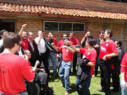 Celebración del Título de Campeón 2004 .- El sábado 11 de diciembre en el Complejo de Patamarca, los jugadores junto a los directivos del club Deportivo Cuenca festejaron la obtención del título de campeones del fútbol ecuatoriano