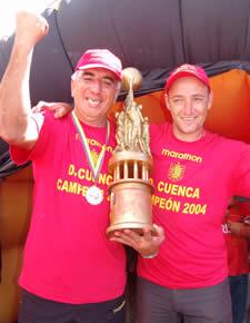 Deportivo Cuenca Campeón Temporada 2004 .- Guillermo Duro Asistente Técnico junto a Juan Carlos Benítez Técnico de Arqueros