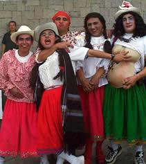 Fiesta de Inocentes en Cuenca .- El 6 de enero de cada año se lleva a cabo el desfile de comparsas por la fiesta de Reyes Magos.