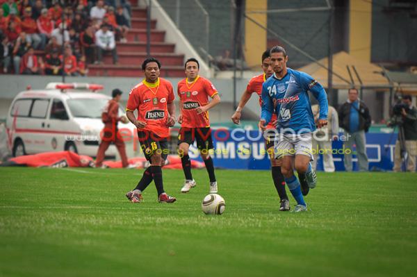 Deportivo Cuenca vs Emelec 13 de Agosto del 2010 .- En el estadio Alejandro Serrano Aguilar el equipo rojo lastimosamente empato al equipo de Emelec cuando en los últimos minutos cuando ganábamos 1 a 0 un gol del equipo rojo hizo que saquemos un solo punto a pesar de ser locales.