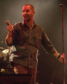 Concierto de Cruks en Karnak en Cuenca 2005 .- La calidad discográfica de Cruks en Karnak les ha permitido estar en cadenas internacional de música como MTV