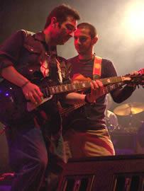 Concierto de Cruks en Karnak en Cuenca 2005 .- Durante el show interpretaron temas como Al borde, Haciendose Aire, Como Camina, El Aguajal, Andate a Cancún entre otros.