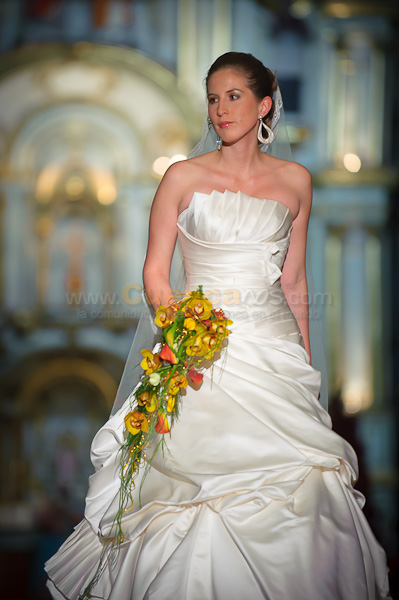 Ramos de Novia en Escena primera Edición .- Ramos de Novia en Escena primera edición fue el desfile de hermosas 30 mujeres vistiendo sus vestidos blancos que caminaron en la pasarela que fue ubicada en la catedral vieja el 21 de octubre del 2010.