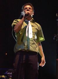 Café Tacuba en Cuenca .- En los Grammy de febrero de 2004 ganaron en la categoría de Mejor Álbum Latino de Rock Alternativo por Cuatro Caminos