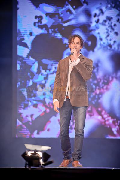 Gustavo Herrera .- Lograr que el público lo identifique a través de su música es el objetivo del manabita Gustavo Herrera, con su primer disco titulado De ida y vuelta.