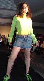 Fashion 2005 .- El sábado 12 de marzo se realizó el desfile de modas y farra Fashion 2005 con la participación de modelos de la Agencia Bella Dönna y con la conducción de la guapa Erika Vélez