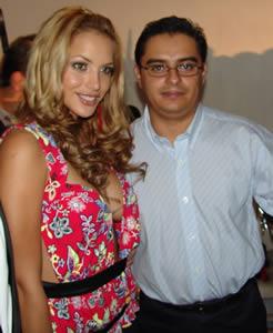 Fashion 2005 .- Erika Vélez junto a Enrique Rodas Gerente de www.Cuencanos.com