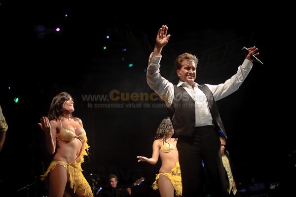 El Puma .- El Famoso cantante Jose Luis Rodriguez mas conocido como el Puma nos brindo un concierto espectacular donde el coliseo mayor de la ciudad de cuenca vibro con las canciones movidas de este popular cantante, entre las canciones mas bailadas fueron agarrencen de las manos  y baile al ritmo de san martin.