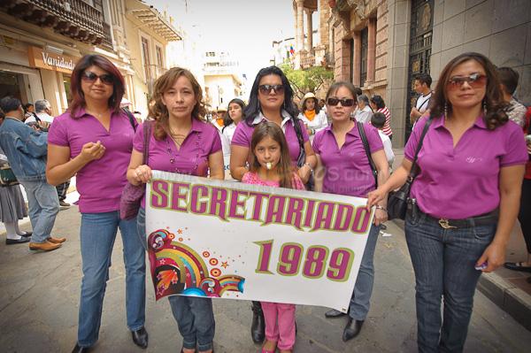 Garaicoa 65 Años .- El Colegio Femenino Manuela de Gariacoa cumpleo 65 Años de vida por lo que profesorEs y exalumnas desfilaron por la calle bolivar y luego fueron a su colegio a festejar su aniversario.