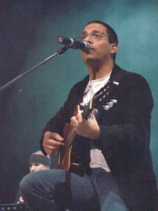 Concierto Franco de Vita en Cuenca .- Juan Fernando Velasco Cantautor Ecuatoriano en unas de sus interpretaciones en el Concierto Mil y Una Historias en Cuenca