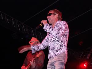 Concierto de La Unión en Cuenca .- En 1993 dan un vuelco a su estilo y se sacan de la manga un álbum titulado 'Psychofunkster Au Lait', experimentando nuevos sonidos, como la psicodelia, y con temas como 'Africa' o 'Hermana tierra'