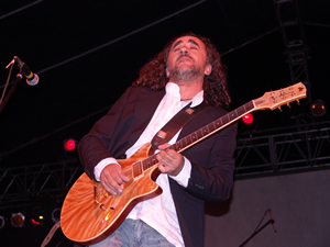Concierto de Cómplices en Cuenca .- Sus últimos trabajo discográfico ha sido A veces (febrero de 2002) ya con Cardalda como único miembro del grupo y recientemente Cardalda y Monsonís se juntaron de nuevo para grabar Grandes Éxitos en directo con otros artistas invitados.