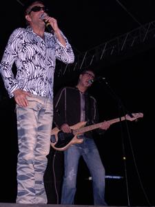 Concierto de La Unión en Cuenca .- La Unión, el grupo formado por Rafa Sánchez como cantante, Luis Bolín en el bajo, Mario Martínez en la guitarra e Iñigo Zabala en los teclados, vio la luz por primera vez en a principios de los ochenta en Madrid
