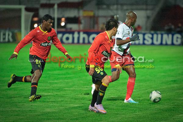 Deportivo Cuenca vs Deportivo Quito .- En el estadio Alejandro Serrano nuestro equipo rojo empato ante el Deportivo Quito.