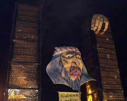 Año Viejo en Cuenca .- Una importante tradición es la quema del año viejo representado por un monigote o muñeco.