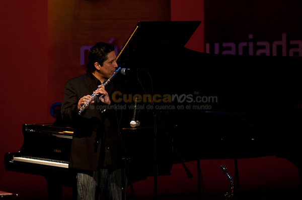 Concierto por los 2 Años de Excelencia Radio .- En el Auditorio del Banco Central del Ecuador se realizo un concierto organizado por el Segundo Aniversario de La Cien, Radio Excelencia donde artistas locales y nacionales interpretaron en versión unplugged.