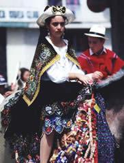 Pase del Niño Viajero .- Con la llegada de los Españoles al nuevo continente y su posterior conquista, los pueblos aborígenes poseedores del cultura y creencias religiosas propias adoptaron la religión cristiana.