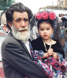 Pase del Niño Viajero .- No se puede afirmar con exactitud, desde cuando en el Ecuador y concretamente en Cuenca, nace la devoción al Niño Dios, pero podemos asegurar que ésta tiene sus inicios en la Colonia.