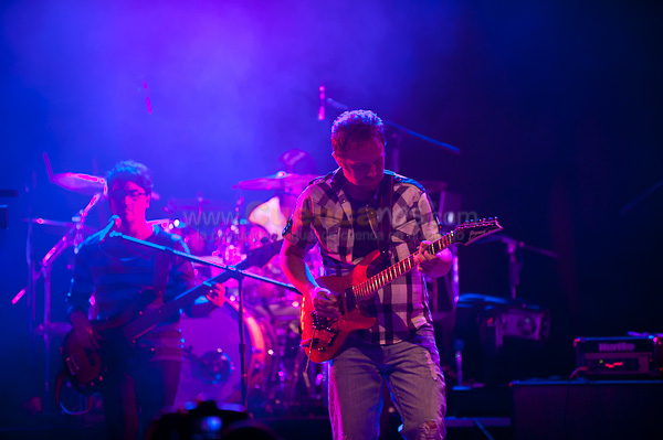 Lazamiento de Disco de Radio Fantasma .- En el Banco Central del Ecuador se realizo el lanzamiento de su primer disco dando un concierto donde cientos de asistente aplaudieron a una de las mejores bandas de nuestra ciudad.