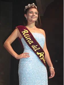 Elección de la Reina del Azuay 2005 .- Adriana Zúñiga en su ultima presentación como Reina del Azuay 2004