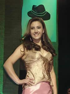 Elección de la Reina del Azuay 2005 .- Mariela Cárdenas Berzosa, Representante del Cantón Sevilla de Oro en su presentación en traje Casual