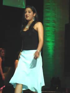 Elección de la Reina del Azuay 2005 .- Jaquelina Ávila representante de Guachapala en su presentación en Traje Casual