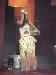 Elección de la Reina del Azuay 2005 .- Jaquelina Ávila representante de Guachapala en su presentación en Traje Típico