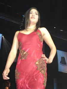 Elección de la Reina del Azuay 2005 .- Jaquelina Ávila representante de Guachapala en su presentación en Traje de Noche
