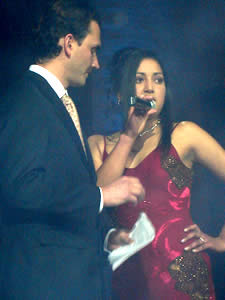 Elección de la Reina del Azuay 2005 .- Jaquelina Ávila durante la pregunta formulada por Christian Norris