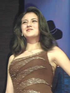 Elección de la Reina del Azuay 2005 .- Anita Cecilia Samaniego, representante del Cantón Chordeleg, en Traje de Noche