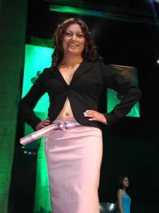 Elección de la Reina del Azuay 2005 .- Angelita del Pilar Romero, representa al Cantón San Fernando, en su presentación en Traje Casual