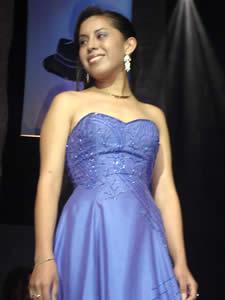 Elección de la Reina del Azuay 2005 .- Fernanda Berrezueta representante del Cantón Pucará en su presentación en Traje de Noche