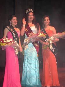 Elección de la Reina del Azuay 2005 .- Valeria Orellana Señorita Turismo, Verónica Iñiguez Reina del Azuay 2005 y Mariela Cárdenas Señorita Patronato