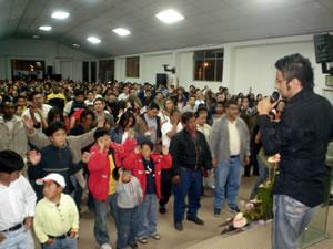 Congreso Conquistadores con Alex Campos en Cuenca .- Con una presencia de mas de 400 personas, Alex Campos impartían sus plenarias en el Congreso denominado Conquistadores