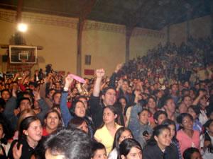 Congreso Conquistadores con Alex Campos en Cuenca .- Con una presencia de cerca de 2000 personas disfrutaron de un verdadero Espectáculo de Calidad cantando los Temas de Alex Campos y Misión Vida la noche del 13 de Agosto