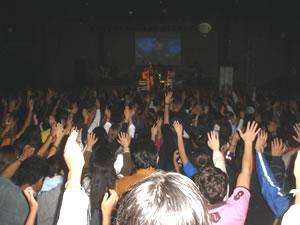 Congreso Conquistadores con Alex Campos en Cuenca .- Todos los presentes en el Concierto pudieron expresar todo su amor a Dios alzando sus manos y recibiendo a Jesús en su Corazón