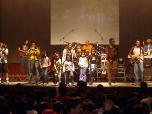 Congreso Conquistadores con Alex Campos en Cuenca .- Alex Campos invito a niños al escenario para cantar juntos como Niños a un Padre que está en los Cielos